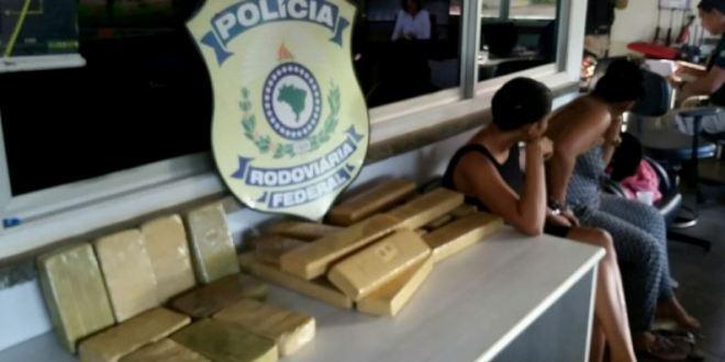 Duas mulheres, sendo uma gestante, foram presas pela PRF com quase R$ 150 Mil em drogas