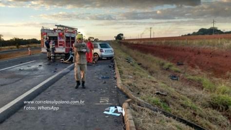 Condutora do VW Voyage morreu no local