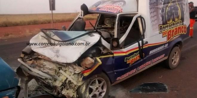Colisão frontal deixa condutores feridos em Morrinhos! GO-213 próximo a região Marcelânia
