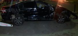 Carro capota e invade lanchonete em Goiatuba! Em Caldas Novas jovem é socorrido na carroceria de caminhonete