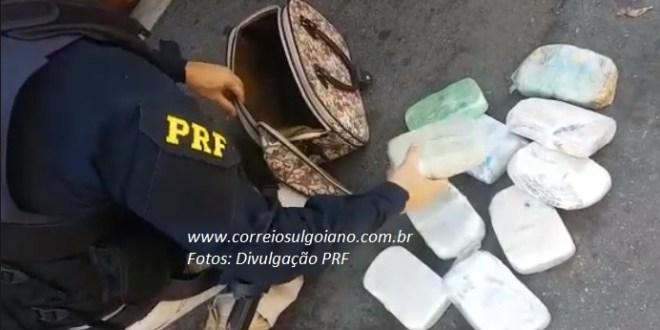 Mulher é presa pela PRF após ser flagrada transportando cocaína em um ônibus de passageiros, na BR-153, em Morrinhos