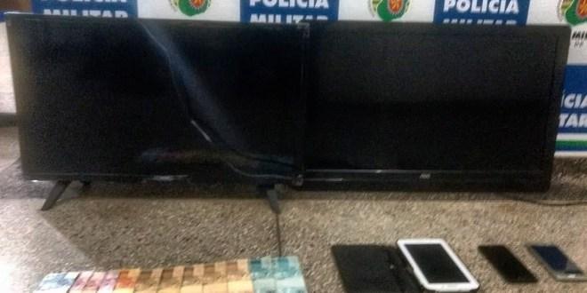 ASSALTO: Polícia Militar fecha cerco e recupera carro roubado e vários objetos levados de fazenda em Morrinhos