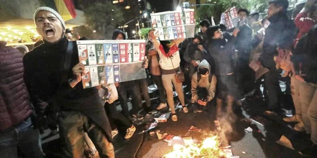 Grupos opositores queman papeleta de votos