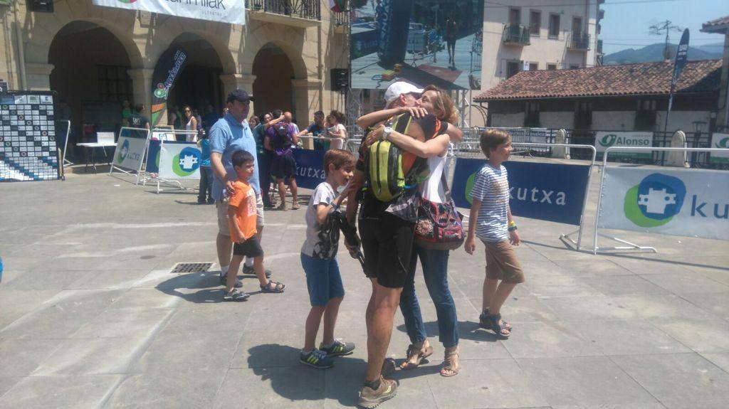Ehunmilak llegada a meta abrazo con Montse