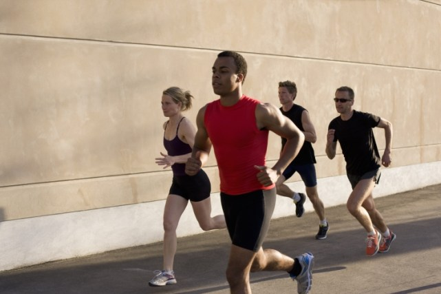correr acompanhado