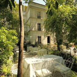 facade-exterieure-jardins-hotel-particulier-montmartre-3
