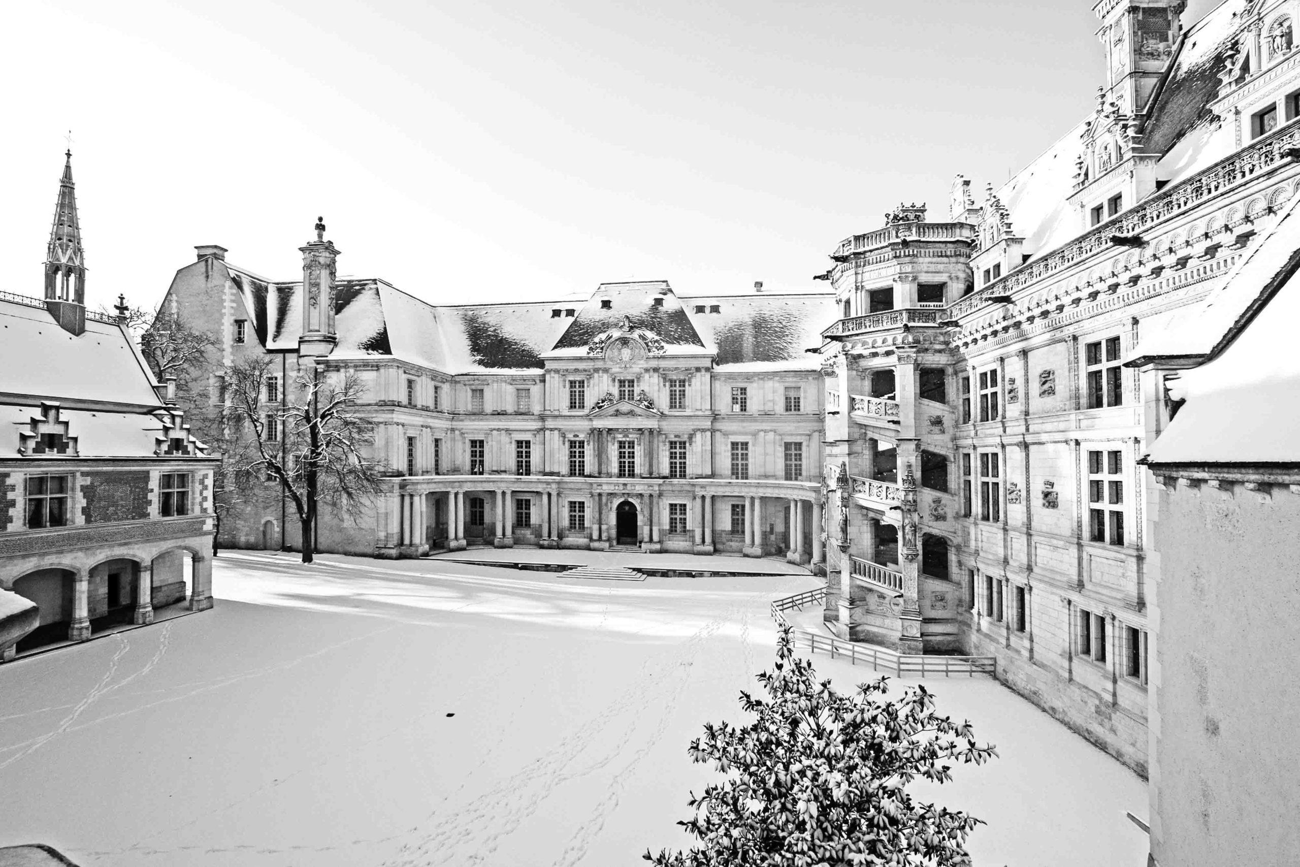 Chateau-Blois-neige-noel-c-Y-Boukef-Chateau-royal-de-Blois-2-min-scaled.jpg