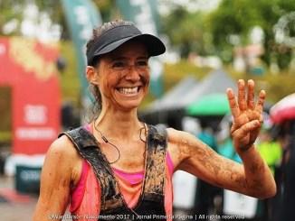 Rosalia Camargo Guarischi comemora o título no XTerra Estrada Rea. Foto de Wanderson Nascimento/Jornal Primeira Página
