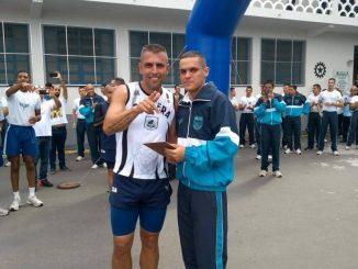 Nilton e o filho Enzo na Escola de Especialistas de Aeronáutica