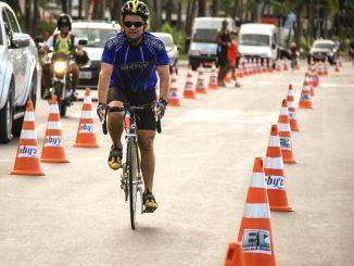Ciclista no Espaço Álvaro Vasconcelos Filho em Maceió