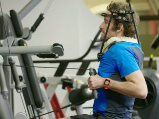 Tim Don se exercita usando um halo durante seu período de recuperação de um atropelamento. Andrew Hinton/Red Bull Content Pool