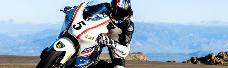 Una moto elettrica trionfa alla Pikes Peak