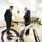 Papa Francesco Smart ebike