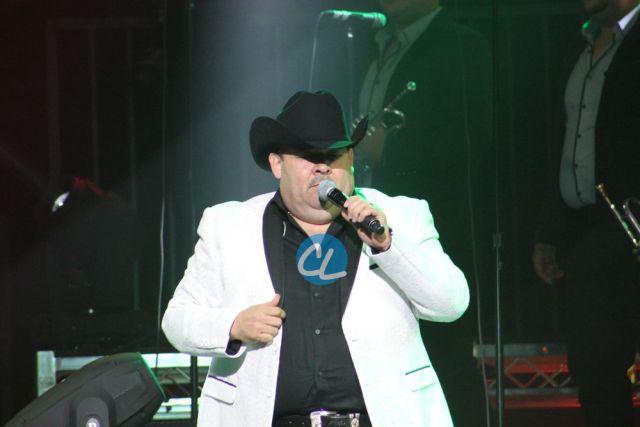 El Coyote cantando en el concierto de Julion Alvarez en Madison Square Garden 7/30/2016