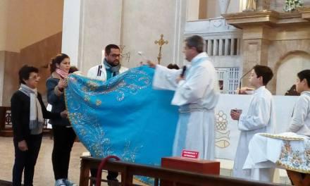 Nuevo manto a la Virgen de Itatí, donada por familia  peregrina