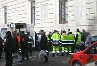 L'autombulanza arrivata davanti al palazzo della Provincia