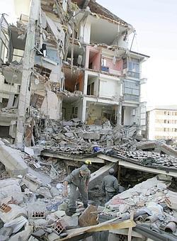 https://i2.wp.com/corrieredelveneto.corriere.it/Media/foto/2009/04/06/terremoto3--250x340.jpg