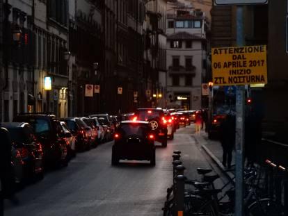 Risultati immagini per Ztl notturna: ecco l'assalto delle auto, zona per zona,