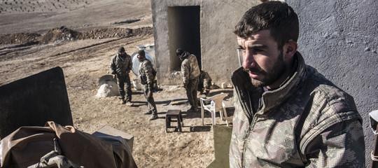 Sono stati trovati 600-800 corpi in una fossa comune aRaqqa, in Siria