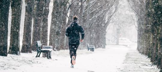 Allenarsi di inverno fa bene alla salute, dicono i medici