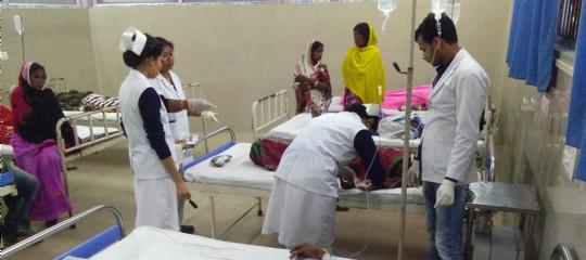 India: sale a 133 il bilancio dei morti per l'intossicazione da liquore tossico