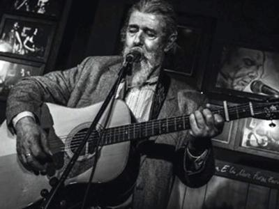 Luigi 'Grechi' De Gregori sul palco del fratello Francesco
