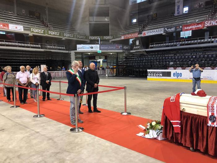 Hockey bolzano saluta gino pasqualotto for Necrologi defunti bolzano giornale alto adige