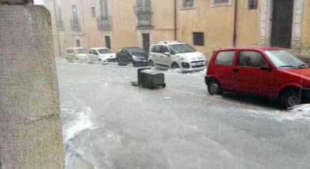 immagine 1 articolo meteo sicilia nubifragio modica strade come fiumi video
