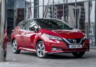 Accordo Nissan-Uber, a Londra 2 mila Leaf per mobilità a zero emissioni