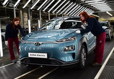 Cresce la domanda e Hyundai triplica produzione Kona Electric per Europa