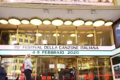 Sanremo, Junior Cally senza maschera e Pelù in latex
