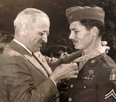 The Real Doss receiving his medal of honor