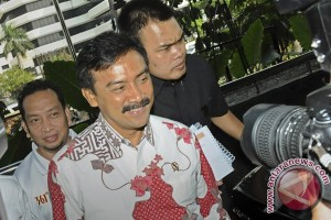 Indonesia: Youth minister appears before Corruption Eradication Commission