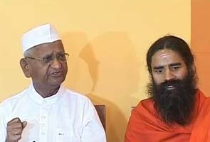 India: Ramdev, Anna hold day-long fast in Delhi