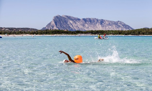 Swimtheisland buona la prima a San Teodoro