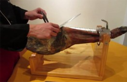 Consejos para no cortarse cortando jamón