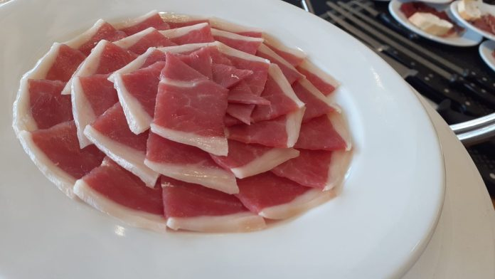 Qué platos utilizar para presentar el jamón