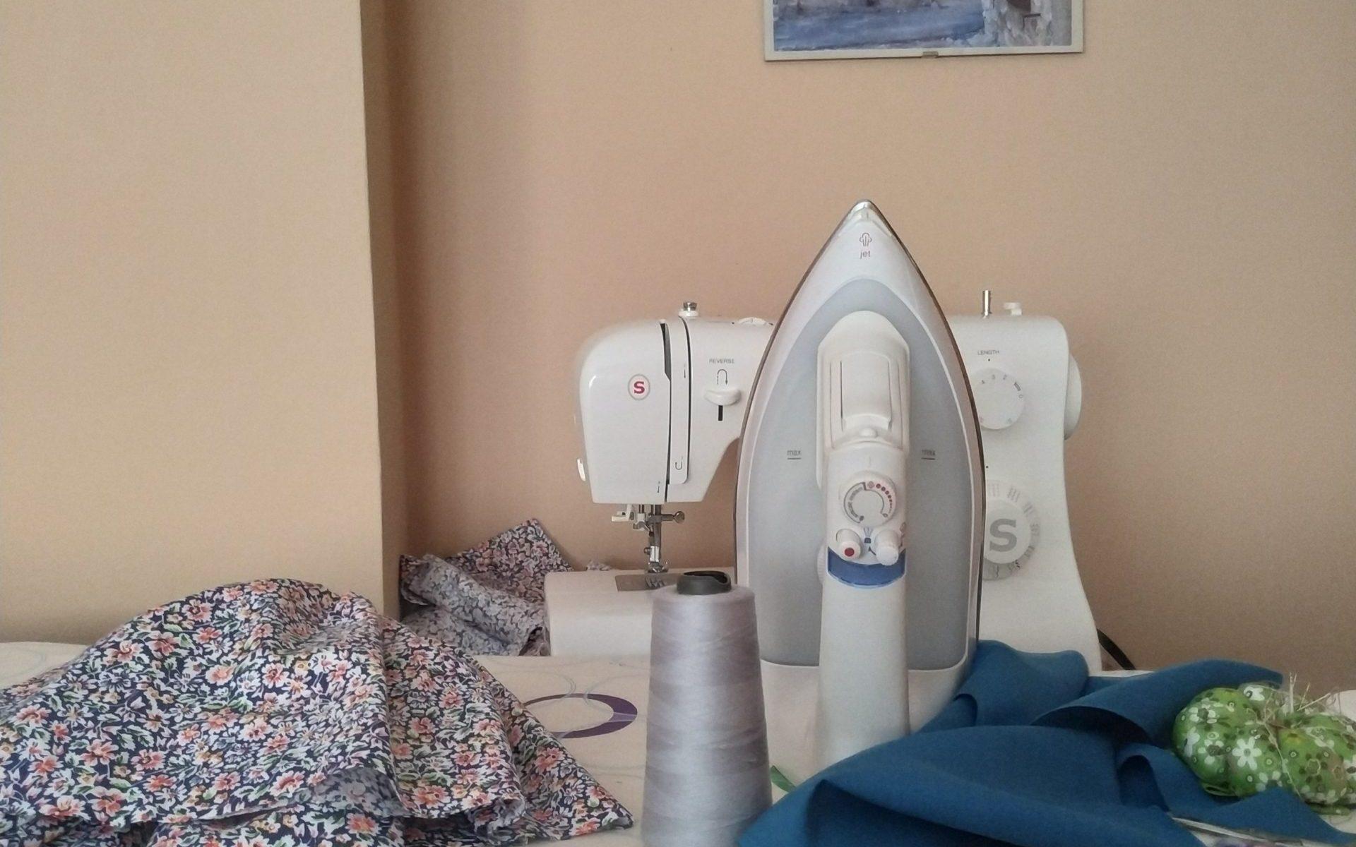 preparando la máquina de coser