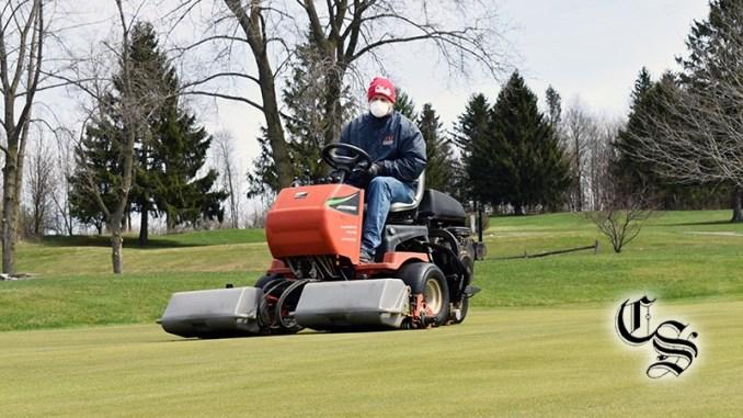 golf green mowing