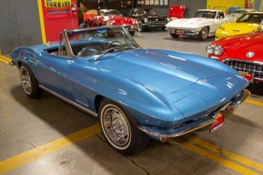 1967 blue auto conv corvette 0034