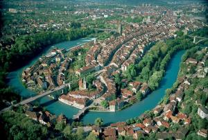 Luchtfoto van de Zwitserse hoofdstad Bern (foto: Reaast).