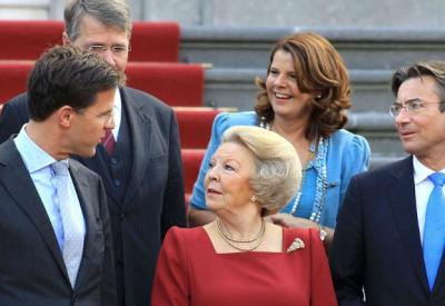 Bordesscène van het kabinet-Rutte I in 2010 (foto: Rijksoverheid.nl, CC0-licentie).