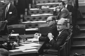 De bewindslieden Schut (voor) en Grapperhaus (foto: Nationaal Archief/Anefo/Eric Koch).