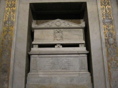 The simple tomb of pope Innocentius II.