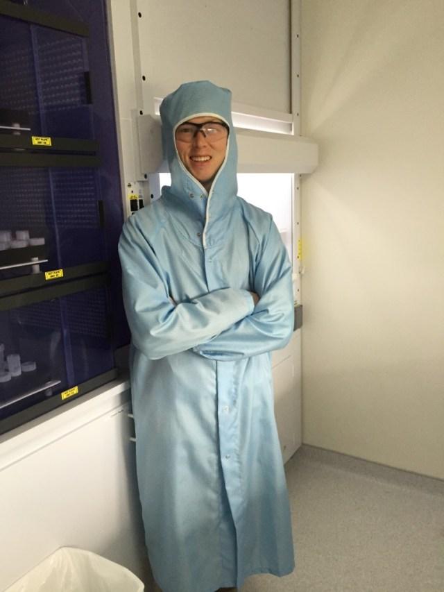 Elliott Mueller in lab at WHOI
