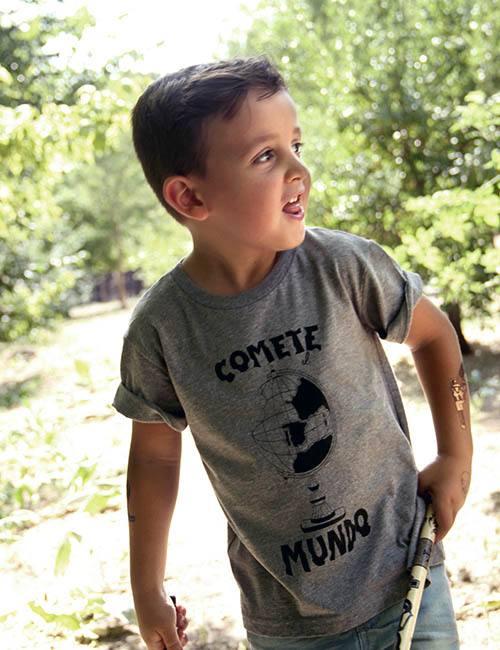 "Camiseta para chicos ""Comete el Mundo"""