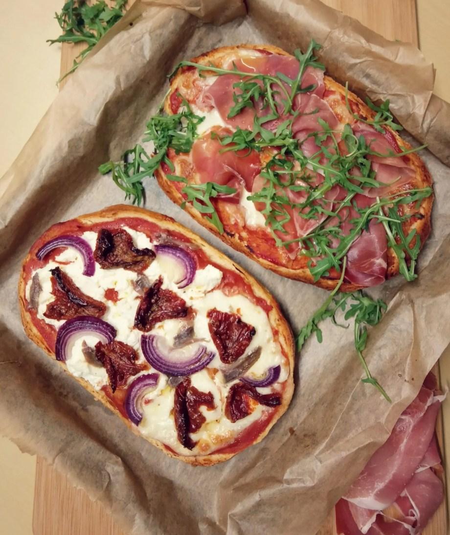 Pane pizza, ricetta salvatempo facile e gustosa