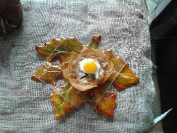 Nido de patata con boletus y cebolla caramelizada