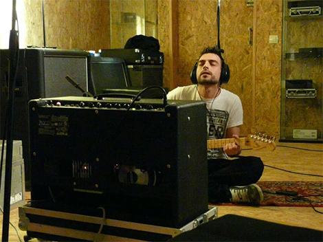 Matteo Piu- Guitarra eléctrica,slide y coros