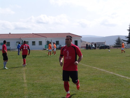 Oscar hizo los tres primeros goles de los naveros.